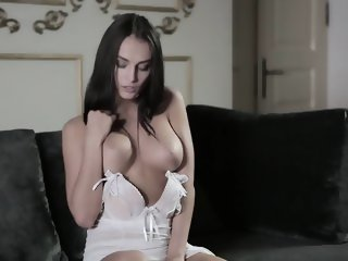 Slim brunette with fien tits, perfect solo play