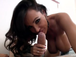 Spicy dusky mature woman Lisa Ann getting an amazing hard core sex