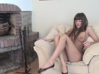 Awesome dusky hussy performing an amazing foot fetish porn video