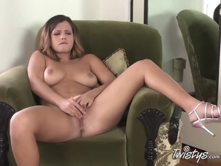 Comely babe performing in incredible masturantion