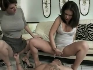 Women squirt on male sub