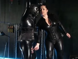 German female-dom treats her Latexsissy