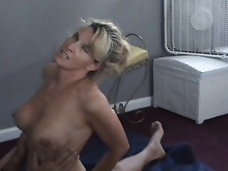 Slut wife talking with hubby while stranger fucks her